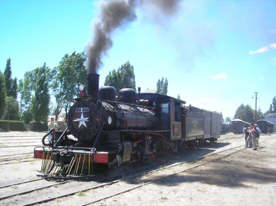 El Maitén, Argentina: El Maiten, a punto de subir a La Trochita...