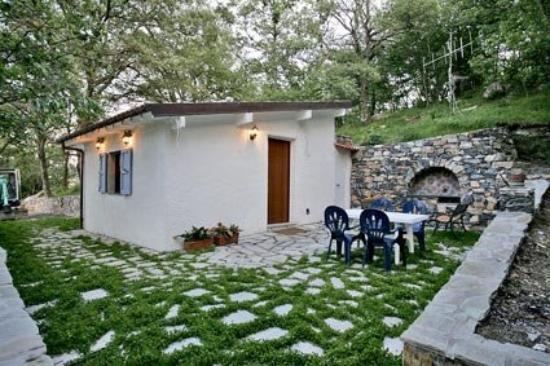 San Bartolomeo al Mare, Italy: Das Auswahlkriterium für unser Haus war der GRILL! ;-)