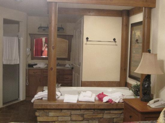 Holiday Inn Club Vacations Gatlinburg-Smoky Mountain: jacuzzi/master bath