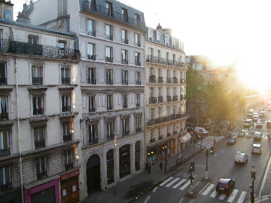 Room view to la fayette st picture of ibis paris gare for Chateau hotel paris