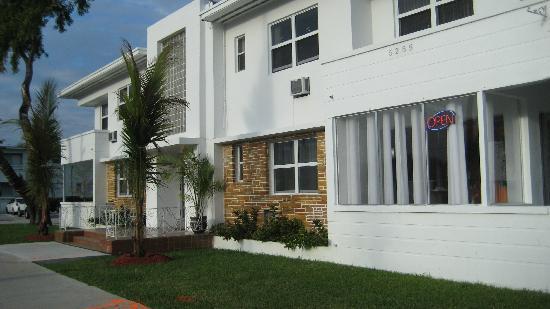 Knights Inn Miami Motel Bianco: Entrada