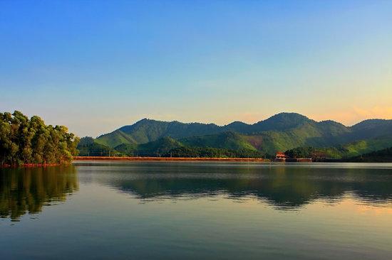 Nui Coc Lake