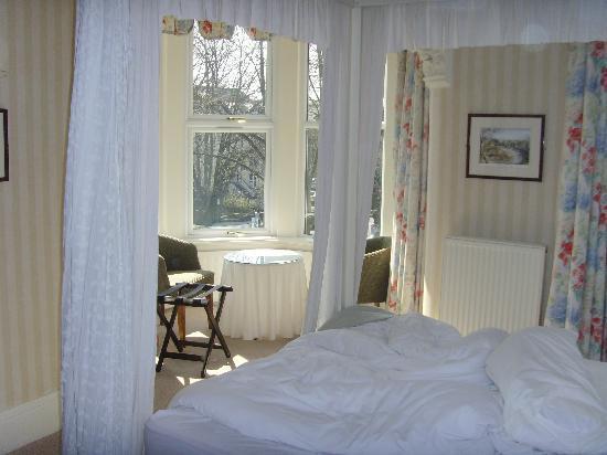 Ascot House Hotel Harrogate : glorious bay window