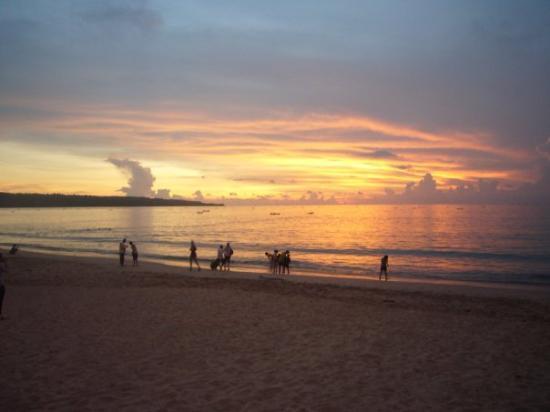 jimbaran bay!! my fav place in bali! waves crashing onshore... feet digging in the sand... glori