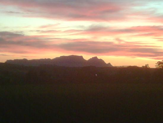 96 Winery Road Restaurant: Table Mountain sunset from 96 Winery Road