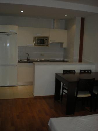 Apartamentos ATH Domocenter: cucina