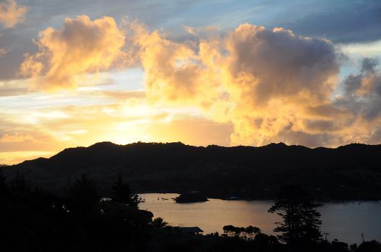 Waimanu Lodge Whangaroa Northland: Sunset from the deck