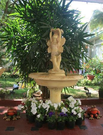 Terrace Gardens Guest House : Fountain