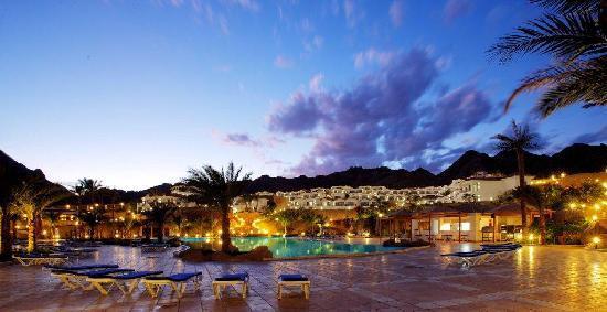 Ecotel Dahab Bay View Resort: Pool by night