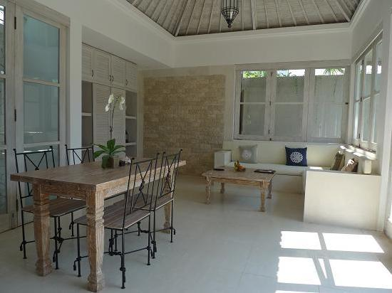 Artemis Villa and Hotel: Living room