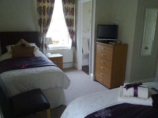 Bentley Lodge: The beautifully spotless single bed