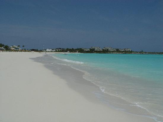Grand Isle Resort & Spa : The Beach looking towards The Resort