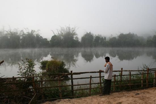 Vihangama Holiday Retreat: River engulfed with mist