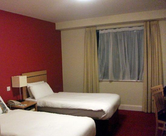 Grand Canal Hotel : Habitación con dos camas