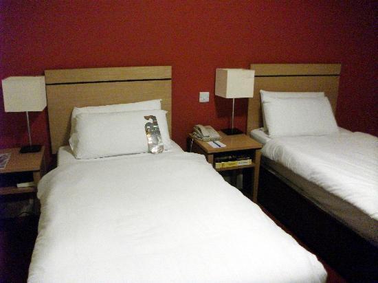 Grand Canal Hotel : habitación