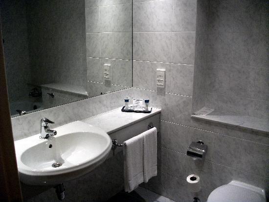Grand Canal Hotel: baño