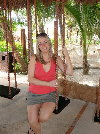 Sensimar Seaside Suites & Spa: balançoire au bar principal, de toute beauté