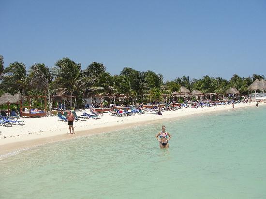 Sensimar Seaside Suites & Spa: plage de la mer des Caraïbes