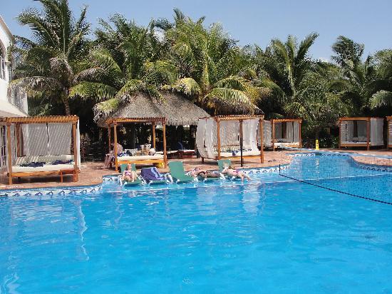 Sensimar Seaside Suites & Spa: piscine où il y des activités
