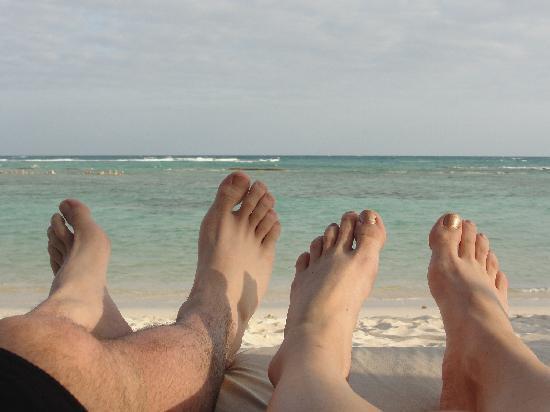 Sensimar Seaside Suites & Spa: vue de notre lit sur la plage, merveilleux