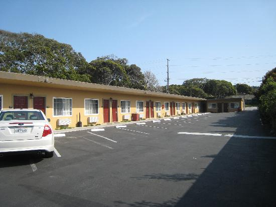 Super 8 Monterey: Ample parking right at the door!