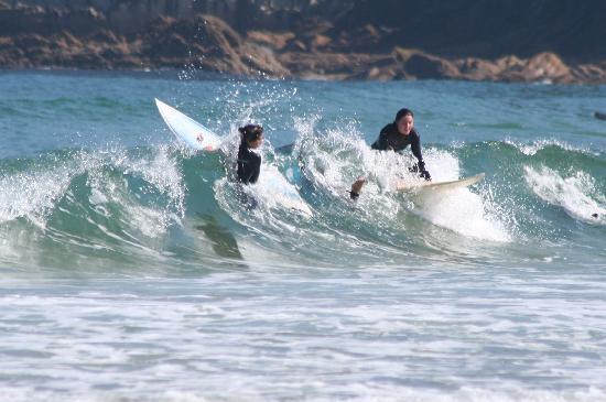 Hotel Maria Cristina, a Luxury Collection Hotel, San Sebastian: Surfers off Zurriola beach