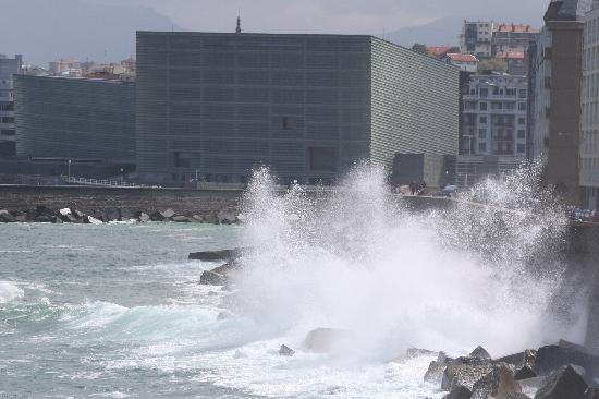Hotel Maria Cristina, a Luxury Collection Hotel, San Sebastian: Breaking waves on the seafront