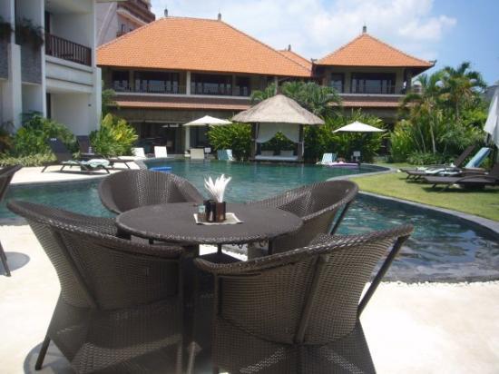 Villa Diana Bali: Villa Dianna. 16 rooms and 3 private villas. Beautiful pool!!