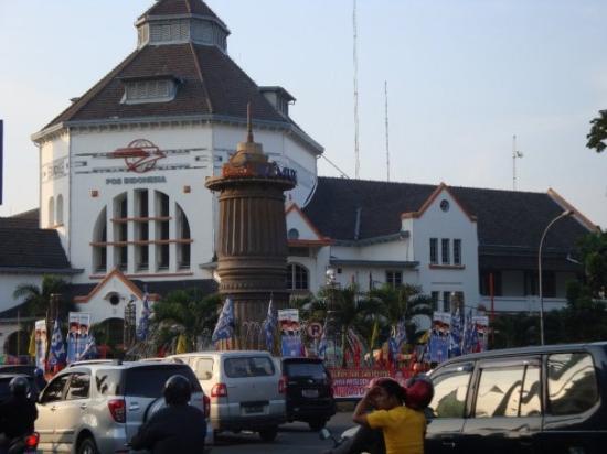 Medan, Indonesia: presidency campaign...pilihlah nomor 2...berjasa utk rakyat, SBY-Yudhyono.