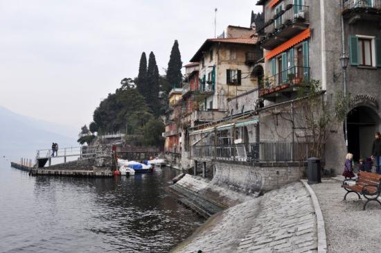 Varenna, Italien: we walked down to the waterfront to eat