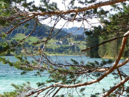 Weissensee (dans les montagnes à l'ouest de Villach)