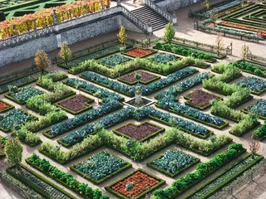Βιλαντρί, Γαλλία: 蔬菜園的歷史可以追溯到中世紀,那時修道士在修道院中種植蔬菜時,喜歡將蔬菜以幾何圖形排列開來。