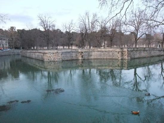 Nimes, France: Jardin de la Fontaine 泉水公園