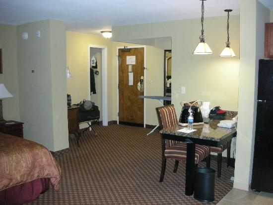 Clarion Collection Hotel Arlington Court Suites: King Suite
