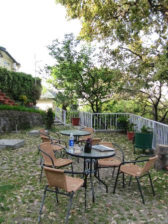 Hotel Padmini Nivas: Beautiful outdoors breakfast area at Padmini Nivas
