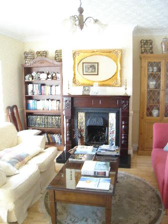 Newtown Farm Country House: charming common room