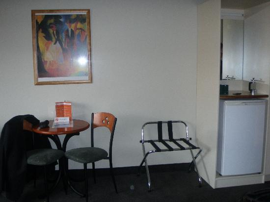 Hamilton Airport Hotel And Conference Centre : Mini bar fridge, table and chairs.