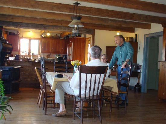 Laurel Point Retreat: Enjoying conversation with Jim and Lorraine at breakfast
