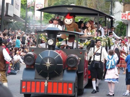 Blumenau, SC: Ai vem a Locomotiva!