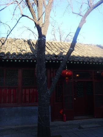 Red Lantern House: West Courtyard