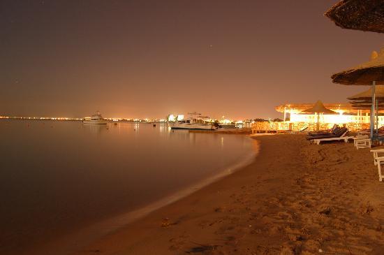 Marlin Inn Azur Resort : night beach