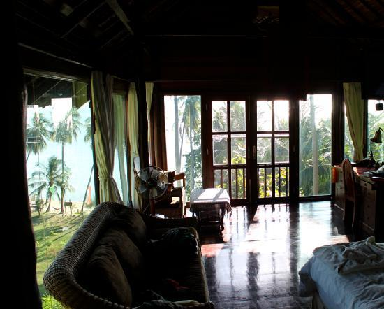 Buakao Inn Guesthouse: Inside glass cottage