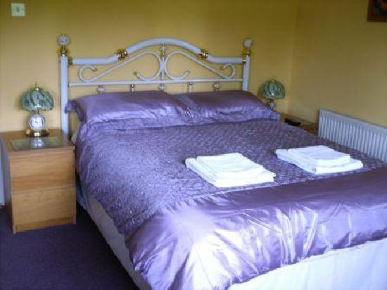 Lough Bran House: A double bedroom
