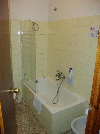 Hotel Solana: Bathroom