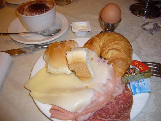 โรงแรมอัลตีเช ฟิกูเร: 朝食はビュッフェスタイル