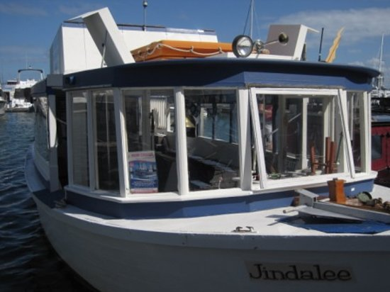Broadwater Canal Cruises: The boat