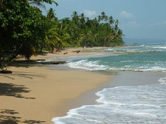 Namuwoki Lodge: Playa Chiquita. 8 min walk