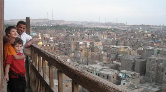 Minamar Hotel: il cairo da un minareto con la guida isham e i bambini