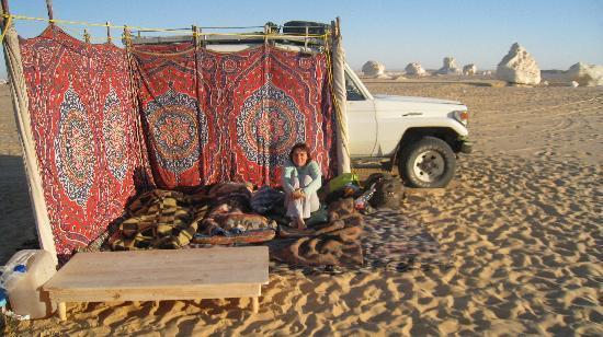 Minamar Hotel: si dorme all'aperto nel deserto bianco