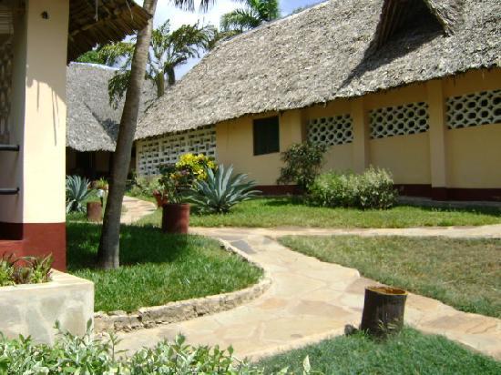Coral Beach Cottages: Cottages mit Stroh gedeckt
